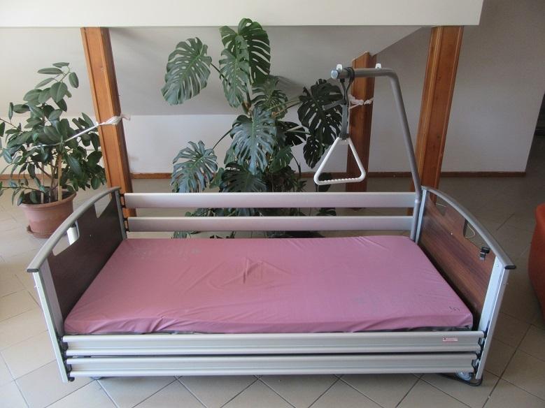 ember az ágy felállítása)